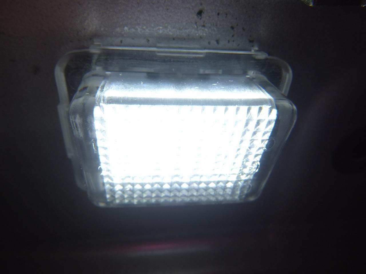 W222 ベンツ Sクラス ナンバー灯のLED交換2完成♪