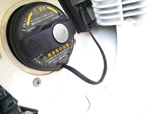 """FIAT500 燃料キャップの""""ひも"""""""