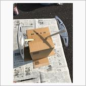 物干し竿にぶら下げて〜、、<br /> <br /> とか考えてたのですが、出来なくなったのでエアロ用の両面テープと割り箸と段ボールでなんとかします。