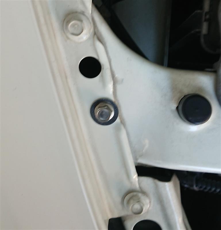 エンジンルームのボルト交換