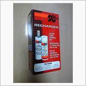 エアクリ購入時に付属しているクリーナーセット。正式にはフィルターケアサービスキットです。<br /> <br /> ①エアフィルタークリーナー(洗浄液)<br /> ②エアフィルターオイル(粉塵の吸着油)