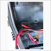 さらに、ヘッドライトユニットに開けた穴をヤスリで一部わずかに拡張してやっとバナーが収まりました。