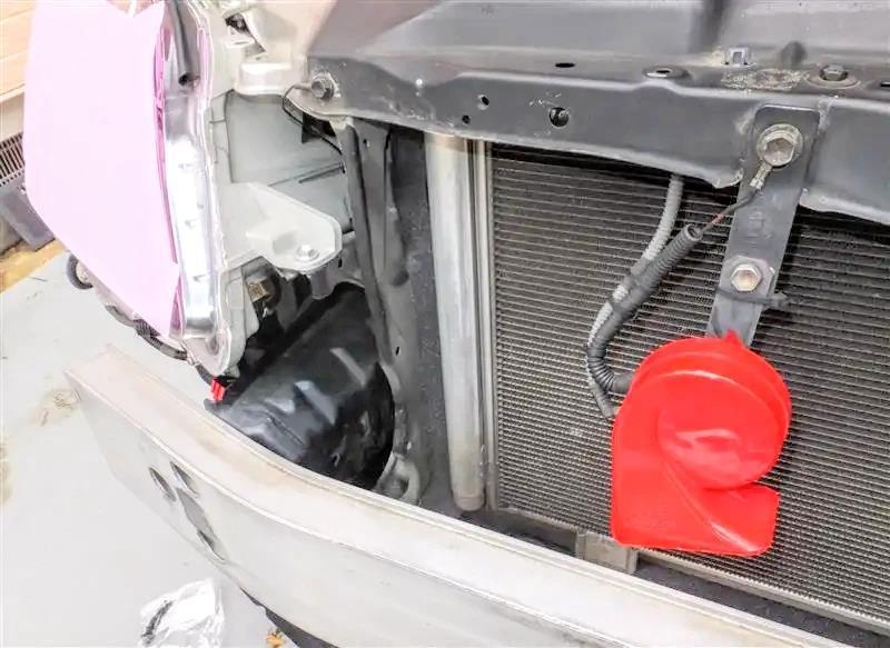 AFTER<br /> <br /> <br /> ③新品ラジエ-タサポートシ-ルNO.3など<br /> <br /> エンジン熱♨️の換気を考慮して上側に若干隙間を残す
