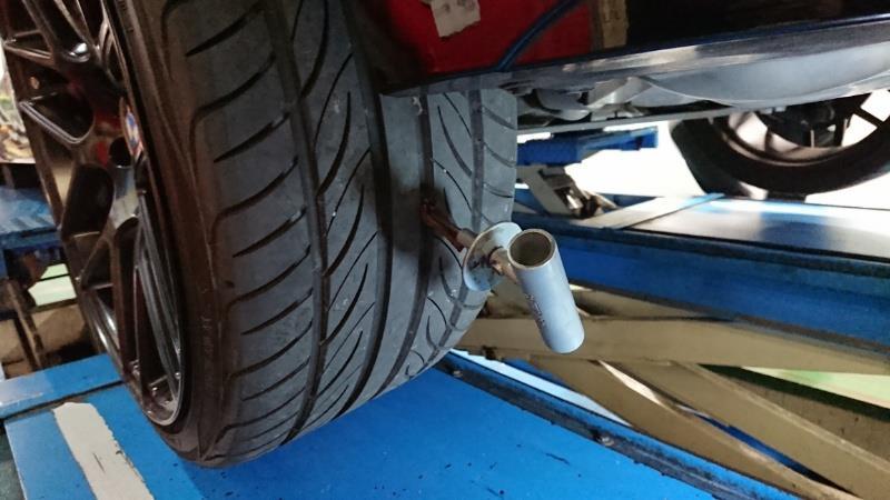左後輪のパンク修理