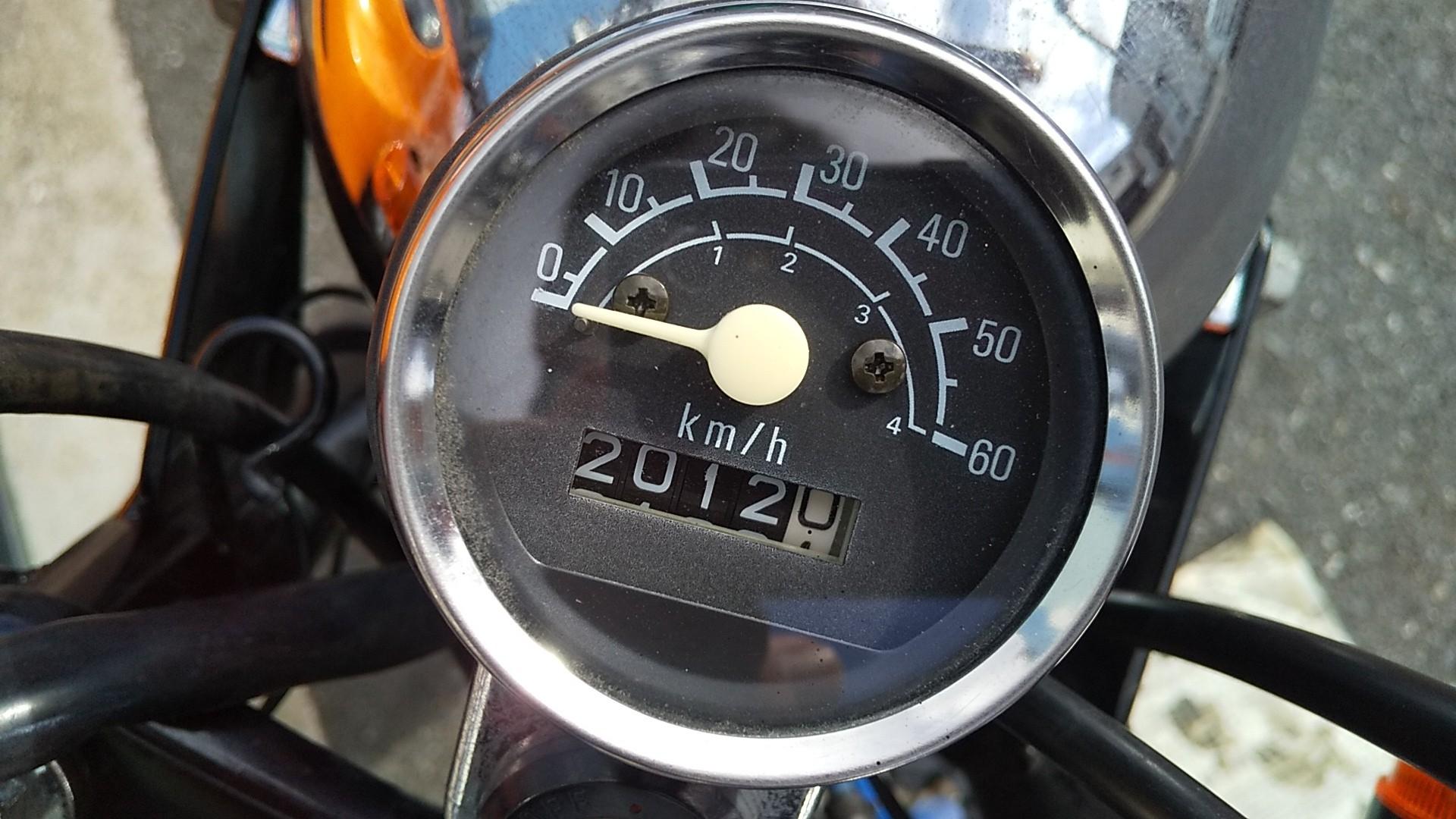 エンジンオイルは10w-30なのだが、<br /> 0w-40、0.6㍑<br /> <br /> 記録用に。