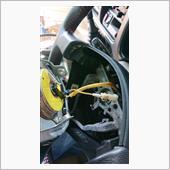 やはり、ホーンの配線が届かないので、延長ですね。<br /> ホーン車体側のアース端子は、純正のままにしておきたかったので、家にあった在庫の電源線(黄色)に平端子を圧着し接続しました。