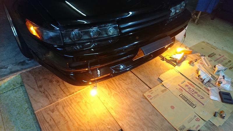 フロントウインカーをクリアレンズ化 & LEDバルブ化