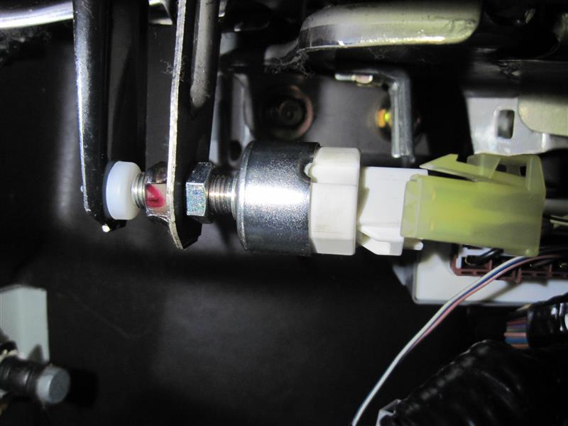 ブレーキペダルストッパー破損修理