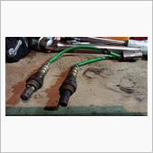外してから気が付きました^^<br /> <br /> 中古で購入した(現在装着していた)エキマニのO2センサーは<br /> 純正品番22690KA220でした。<br /> <br /> 私の車両の適合する品番は<br /> 22690KA221<br /> もしくは<br /> 22690KA222<br /> です。<br /> <br /> うーん、SC用のエキマニを購入したつもりでしたが、SCなし用だったかもしれません。品番違うと空燃比も若干変わるのかも?<br /> <br /> 本日までついていた22690KA220は真っ黒くろすけです。<br /> (エンジンチェックランプは未点灯でしたが、調子わるかったかも?)