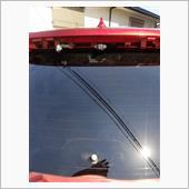ルーフスポイラーを取外し、黒い樹脂のパーツを取外した状態でルーフスポイラーを取付、カメラの位置を決めました。