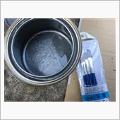 で、このままではまたすぐに錆びるんで<br /> <br /> この塗料で被膜を作る。<br /> <br /> 因みに亜鉛塗料。<br /> <br /> しかも筆塗り(^^;