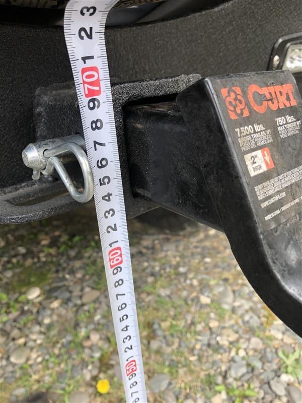 車両差し込み部位の上端を計測<br /> <br /> 約69cm