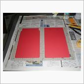 ジムニーに作ったマッドフラップ用のEVA素材の残りが余っていたので暇つぶしにカブにも作ってみることに・・・。<br /> 毎度の現物合わせの型紙に合わせてカット。