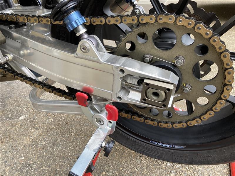チェーンアジャスター限界<br /> タイヤとチェーン同時交換だったのに<br /> タイヤは皮さえ剥けておらず・・・<br /> orz