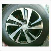 随分前に、元みん友さんに頂いた純正アルミ+タイヤ二本(ガリ傷ありの訳あり品。センターキャップレス)。<br /> <br /> ほんの少しのキズだけ、ほぼタイヤも新品でした。<br /> <br /> タイヤ交換のタイミングで生かそうとずっと考えてまして、やっとその時が来ました