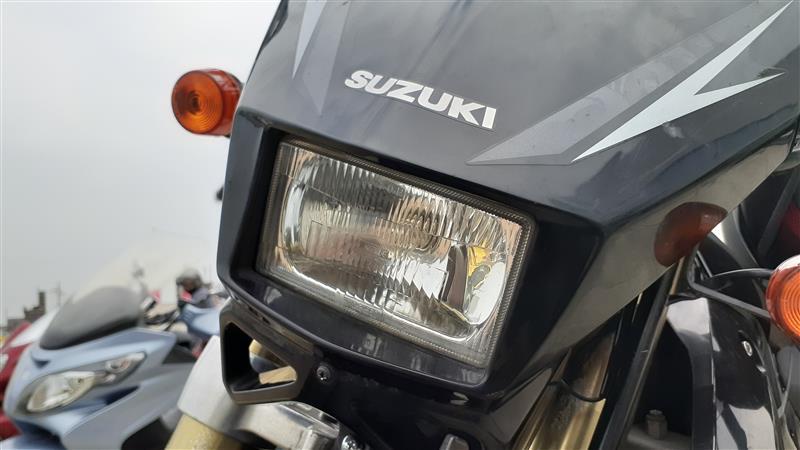 DR-Z、光量不足で車検通らず