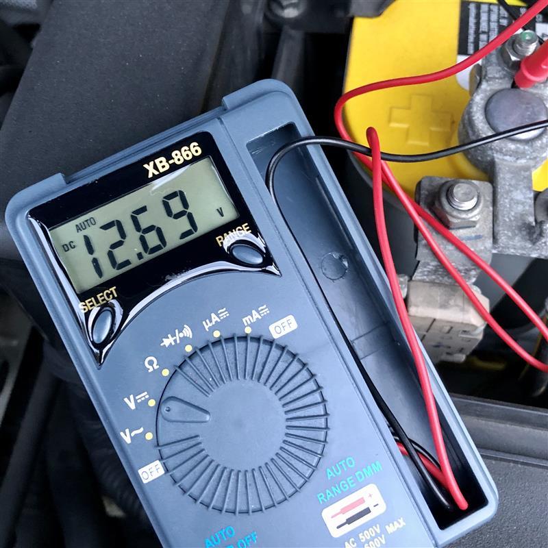まもなく2年半を過ぎるOPTIMA YELLOWTOP<br /> バッテリーの状態を定期チェック<br /> <br /> 今朝の電圧は『12.69V』<br /> <br /> ソーラー補充電の効果もあって大きな劣化は見られないようで安心しました