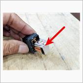 っで問題の接点はコレ!<br /> <br /> コイル部分に通電されると磁力でくっついてカチっと音がするんだよね(笑)