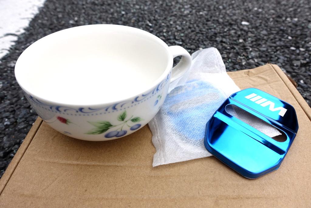 本日のレシピは、ずいぶん前に某ファミレスからいただいたスープカップと、忘れた頃に蟻から届いたストライカーカバーです~♪<br /> <br /> <br />