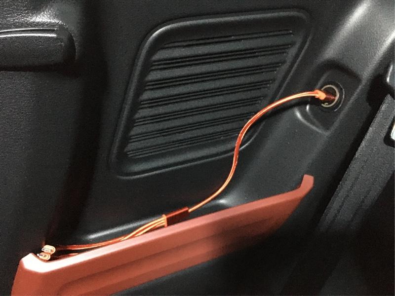 DIYで何とかしようと思い、車購入時にOP頼まなかったら、配線も来ていませんでした(&gt;_&lt;)<br /> よってフロントパネルのシガーソケット配線より分岐コネクターを使用。<br /> そこから後ろまでパネルの内側を配線し何とか増設完了。<br /> 意外と苦労しました…^_^;