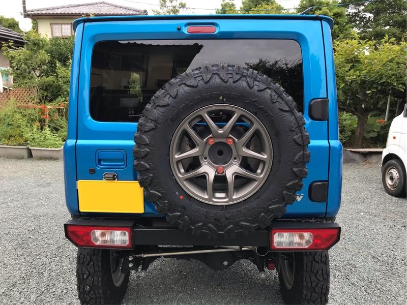 スペアタイヤも、装着タイヤに変更。<br /> やはり、デカイ…。(^_^)<br /> 四駆らしく背面タイヤ有りが好みです。