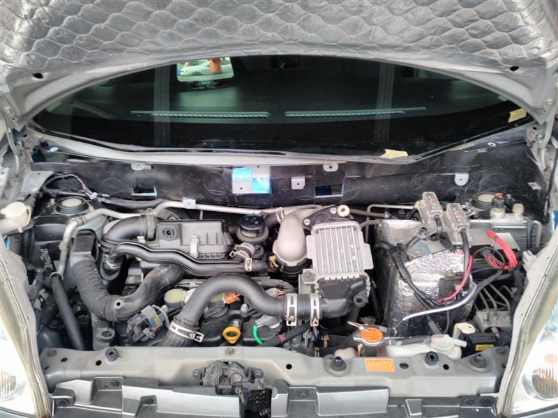 エンジンルームのデッドニングとエンジンマウント交換