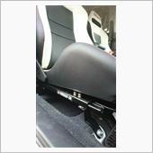 最終的に運転席の高さは、前側に皿付きナットを2個ずつ挟み、後ろ側は直結です。