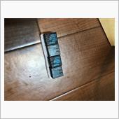 ドアロックリレーはebayやAmazonで手に入れることが出来ますが、安い物を選ぶと中古品が台湾から送られてきます。今回は4つの中古品からくじ引きの様に2個チョイスしてリプレイスします