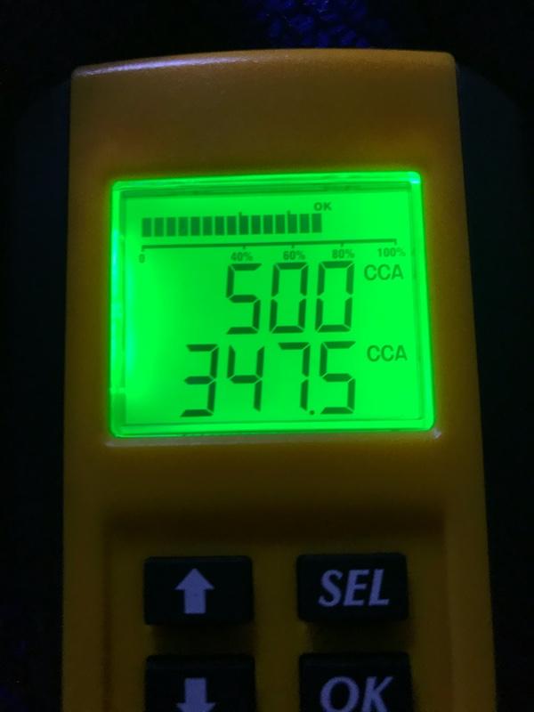 交換後2年9ヶ月/100,000キロを超え、いくら補充電しても充電率が復活しなかったカオスN-S55B24R/HV。コロナ禍で遠出はしなくなったものの、毎日の70キロ近い通勤では特に何も不具合を感じなかった…<br /> <br /> が、ここ1ヶ月で下記のような症状が…<br /> <br /> ①燃費が急激に悪化。<br /> エアコン使用率は変わらないものの、-4km/l…。エンジン稼働率も増えた上、稼働時に駆動バッテリーへのチャージも激減…。タイヤ&amp;ホイール交換の影響はないはず(昨夏、純正17インチ化した時でも-1km/l)…<br /> <br /> ②ウィンカーの点滅速度が超低速化。<br /> 特に朝イチの始動時が酷い。1分間に50回点滅するかしないかの速度…。だいぶ走ってオルタネータで充電が進むと回復したりするので、ネットで調べた結果、電圧低下かと思いディーラー点検時に相談したところ、「社外品に交換したからどうのこうの…」。<br /> <br /> 10回中10回要交換と指摘された補機バッテリーの電圧をちゃんと測ってくれたのかな…⁇<br /> <br /> ん〜、アテにならぬ。<br /> <br />
