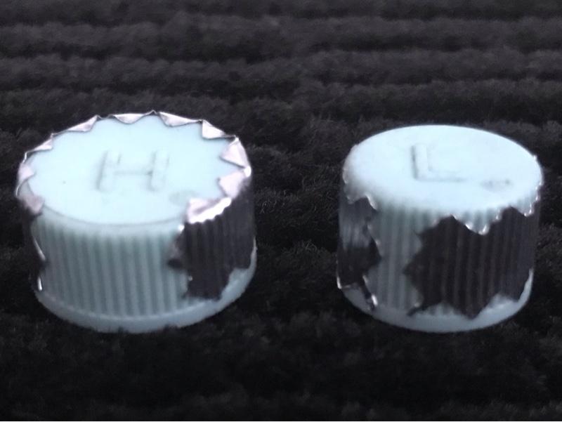 非導通性アルミテープをエアコンガスの点検口キャップに貼ってみた