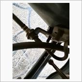 リヤキャリパーを外すのにPKBワイヤーのステーを外す。