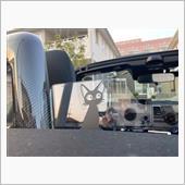 もらったものの貼る場所が思いつかなかったジジ。<br /> イケイケになりがちな運転をバックミラーの中から嗜めてくれます。(?)