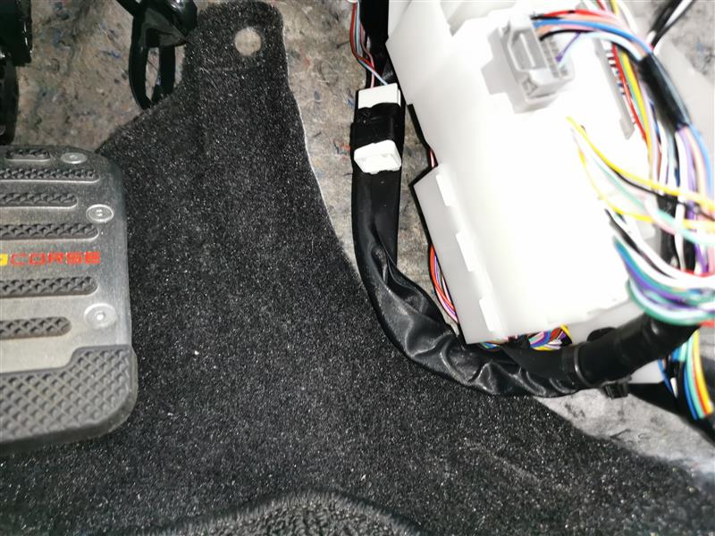 エンジンルーム引き込み オプションカプラー装着