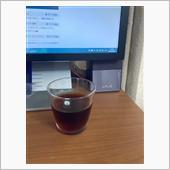 出来上がった半分以上は妻が飲みますが・・・(^^;<br /> <br /> 本日も飲みながらブログを・・・<br /> <br /> すっきりした味で<br /> カフェのアイスコーヒーより<br /> 美味しいと思います(*^^*)<br /> <br /> 追伸:ホットコーヒーではブラックを飲めない妻が水出し珈琲を飲むときはブラックです。<br /> <br />