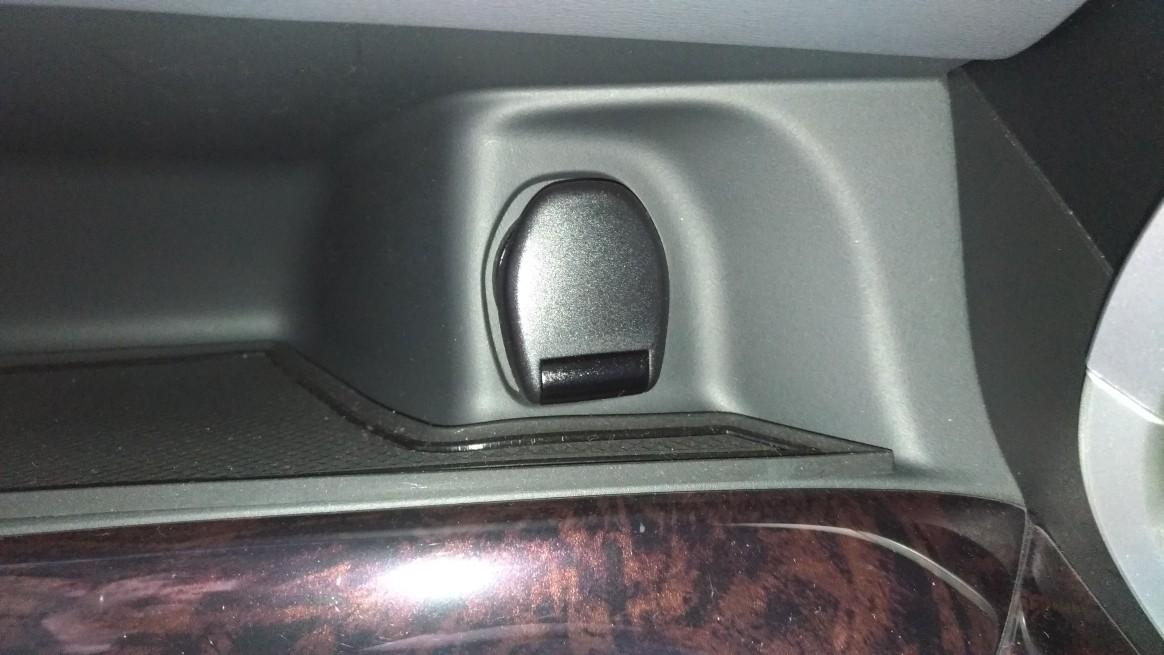 セレナC27 助手席側シガーソケットの外し方