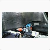 車両インパネハーネスから分岐しているナビハーネスの茶色テープ2ヵ所を外し、