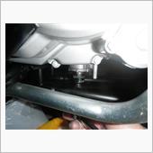 アンダーフレームとの干渉もなくソケット装着でトルクレンチが使えるので安心作業。
