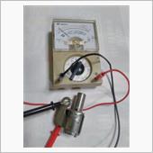 オモチャみたいなテスターですが、ちゃんと仕事してくれました(^_^;)<br /> <br /> 片方をカプラー接続部に、もう片方をボディーに当てて導通を確認します。<br /> 導通があればオッケーです。<br /> <br /> 次にカプラー接続部をバッテリーのプラスに、ボディー側をバッテリーのマイナスに接続し、カチッと作動すればオッケーです。<br /> <br /> No.1ソレノイドはどちらともダメでした・・・