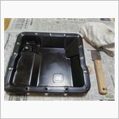 上半にボールが入っているため仕切り板を被せて、押さえたまま裏返して下半に被せ、穴を合わせてボルトを付けます。<br /> <br /> 小径のボルトなので、締めすぎないように気を付けて作業します。<br /> <br /> <br /> 最後にATパンも綺麗に清掃とガスケット部の平面を出して、本日の作業は終了です。<br /> <br /> あとは部品注文して、組み込みの予定。<br /> <br /> <br /> 今日も暑い1日でしたので、殆ど家の中での作業でした。<br /> <br /> <br /> オツカレサマデシター (^。^;)