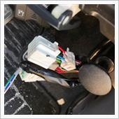 20Pコネクタと一緒にある10Pコネクタの青線に分岐コネクタ…<br /> 硬かった…<br /> 写真だとあれだけどちゃんとかっちりコネクタをはめましたよ