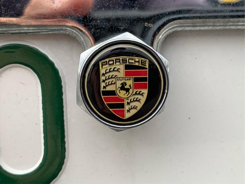 以前購入したナンバープレートボルトのシールが変色した為新しく製作変更