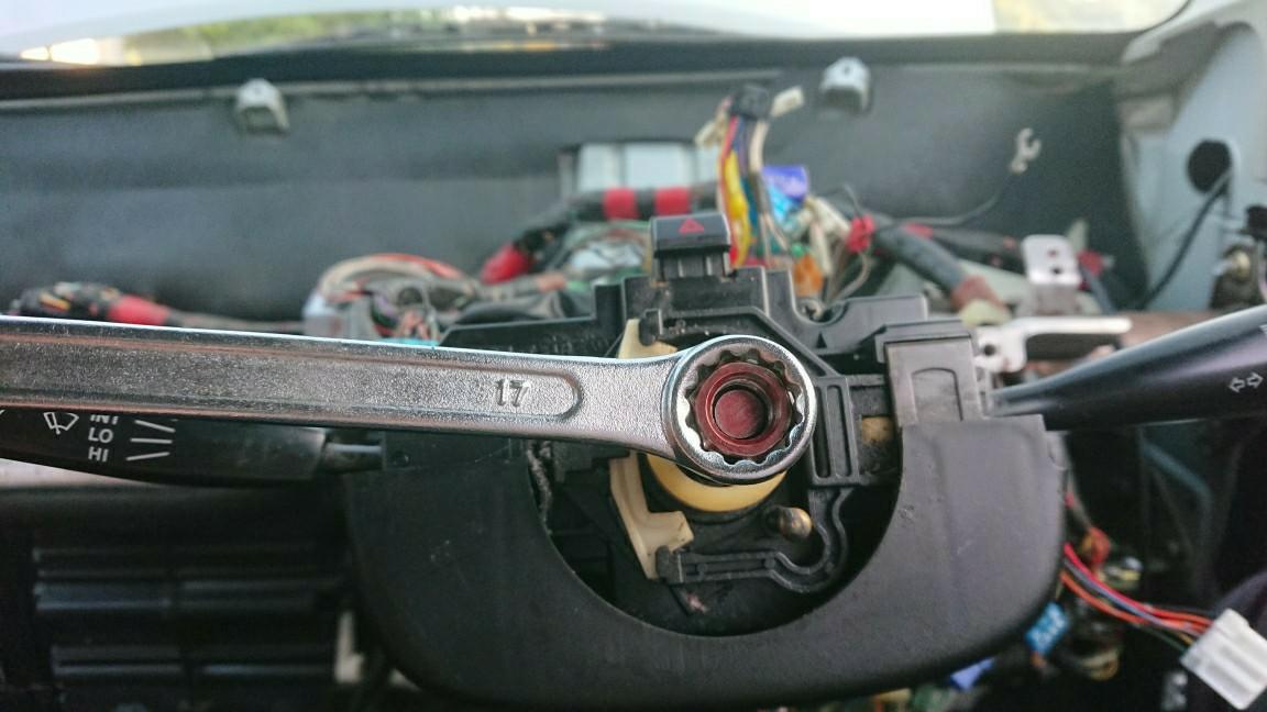 ワゴンR エアコンの風 風向きが変わらない! 故障原因はネジの落下(T_T)