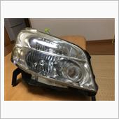 今回入手したヘッドライトは平成19年式のモノ。お値段1500円也(税、送料抜き)。状態はまあまあ良い感じです。