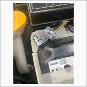 あとはケーブルクランプに挟むだけです。<br /> <br /> バッテリーはプラスを繋いでマイナスを繋いで完了です。<br /> <br /> あとは車内の時計など設定し直して完了です。