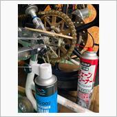 チェーンクリーナーにて古いオイルと汚れ落とし<br /> モチュールのドライタイプのチェーンオイルを注油