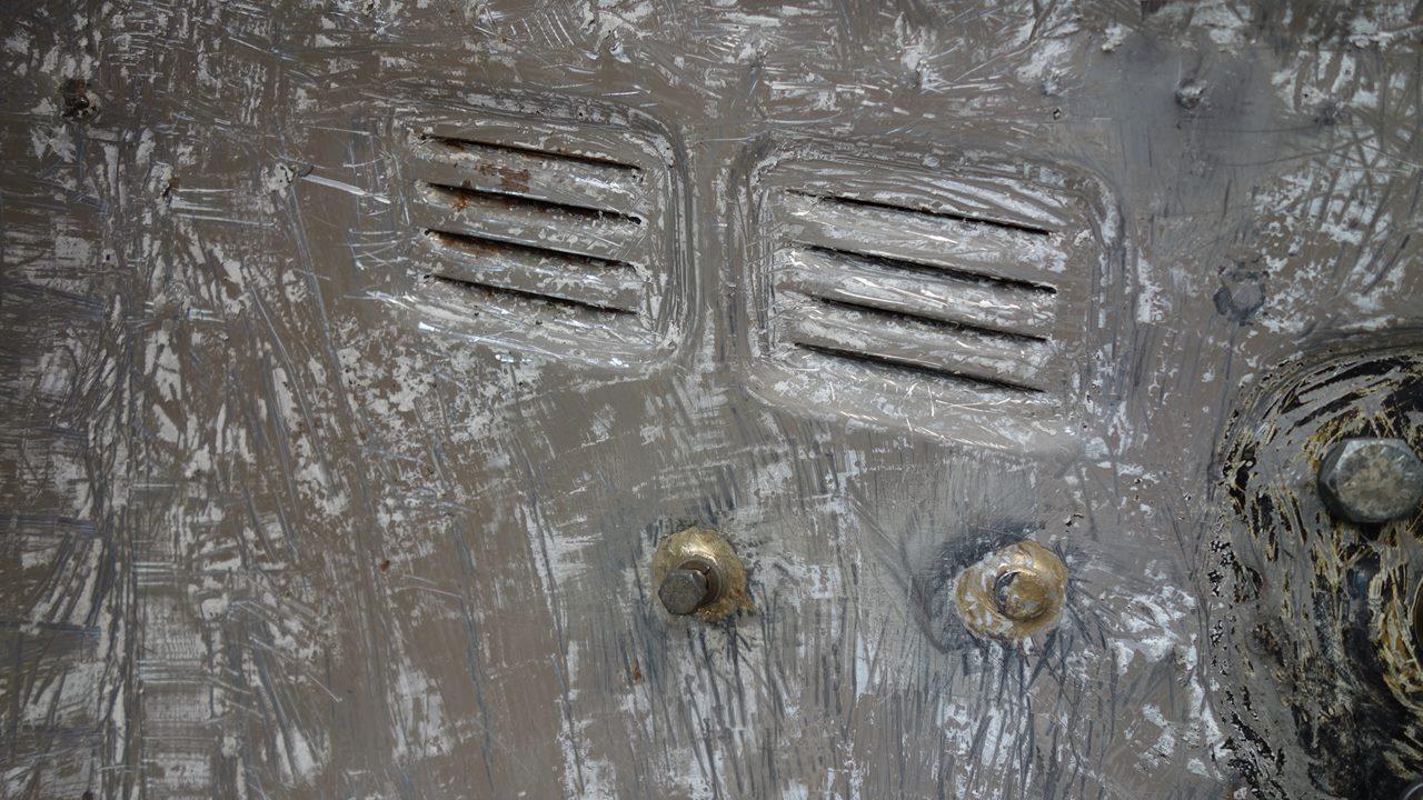アンダーコート剥がし:Frホイールハウス / リアパーセルシェルフ