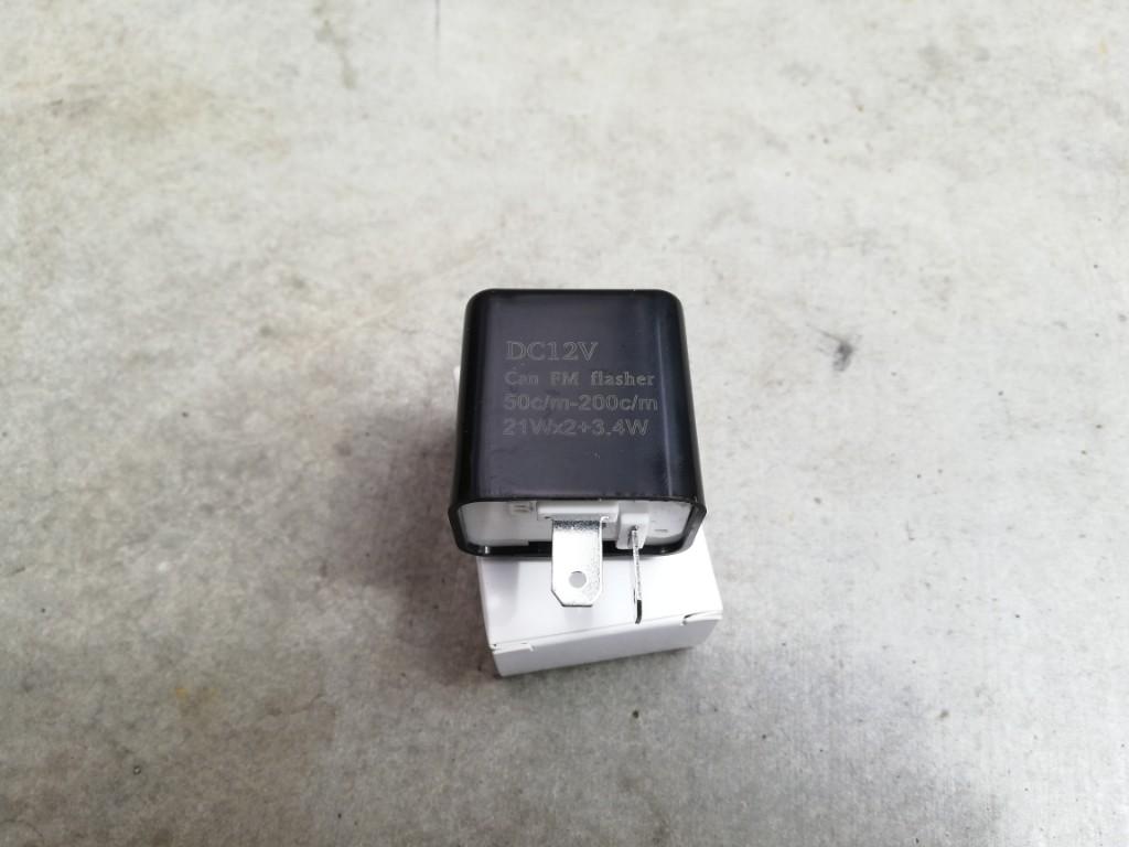 リアのウインカーをLED にしたら、ハイフラになったので、LED 対応リレーに交換します。<br /> ネットで安いの買いました。