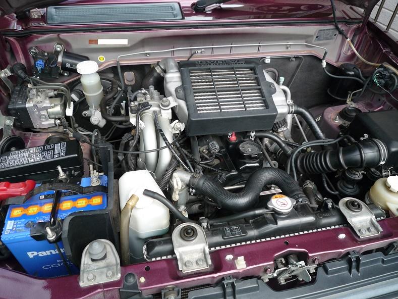 購入から9年目のDラー車検です。<br /> 走行距離73,000km<br /> ・通常の車検整備<br /> ・エンジンオイル交換<br /> ・L.L.C液交換<br /> ・ISCV清掃<br /> ・ワイパーリンクアームグリスアップ