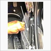 """配線は、運転席足元""""キックパネル""""付近から車体内部を通し車外まで持って行きます。<br /> これは以前、配線を通していたので""""ギボシ端子""""の加工だけで済みました👍"""