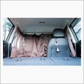 前方からの視線を防ぐ為、前席に<br /> カーテンを取付けました。